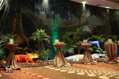 jungle   trade show  backdrop props