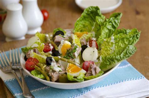salads    world   grapevine