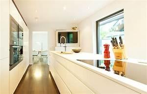 Weiße Hochglanz Küche Reinigen : leicht k che hochglanz wei grifflos mit ausfahrbarem fernseher und miele ger ten k chenhaus ~ Markanthonyermac.com Haus und Dekorationen
