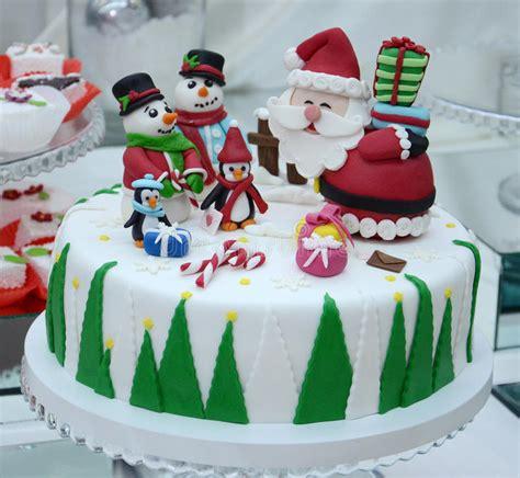 christmas cake   royalty  stock   dreamstime