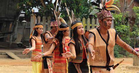Suku dayak termasuk suku yang eksis dalam melaksanakan dan menjaga adat dan budayanya. Mengenal Alat Musik Tradisional Suku Dayak - Portal News