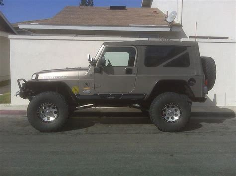 Jeep Vs Fj Cruiser by Jeep Wrangler Rubicon Vs Toyota Fj Cruiser Dodge Diesel