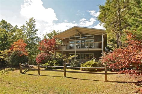 mountain solace a 3 bedroom cabin in gatlinburg