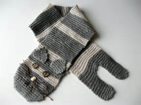 cat scarf show tell knitted cat scarf