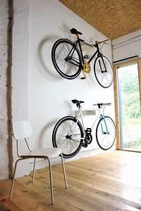 Fahrrad Wandhalterung Design : fahrradwandhalterung bike shelf made of metal great design fusion between wood and metal ~ Frokenaadalensverden.com Haus und Dekorationen