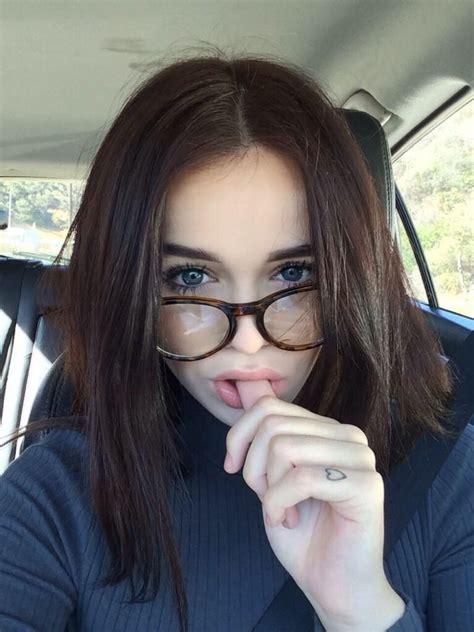 Pin de Kaylee V en ACACIA BRINLEY Poses para selfies
