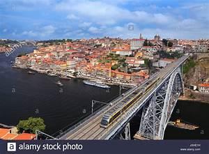 Fluss In Portugal : train in douro valley portugal stockfotos train in douro valley portugal bilder alamy ~ Frokenaadalensverden.com Haus und Dekorationen