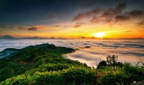 spot sunrise terbaik  romantis  indonesia