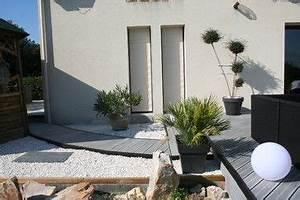 amenagement d39une terrasse en bois composite gris With amenager son entree de maison exterieur 4 10 idees pour sublimer son entree cocon de decoration