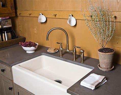 levier de cuisine 17 meilleures idées à propos de tablier d 39 évier sur évier de cuisine de la ferme