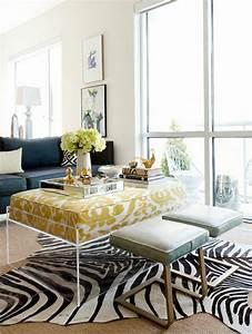le tapis zebre en 50 photos avec beaucoup d39idees With tapis peau de vache avec canape en rotin d interieur