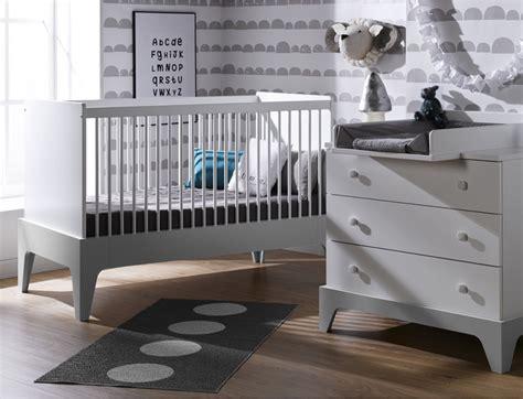 chambre bebe gris clair chambre bébé mini commode lit plan à langer