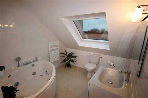 salle de bain en comble brest 29 combles et volumes