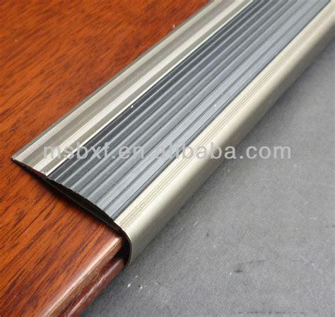 escalier bandes nez de marche nez de marche bande antid 233 rapante escaliers tapis anti d 233 rapant
