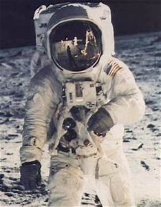 Artcom Museums Tour: Neil Armstrong Air & Space Museum ...