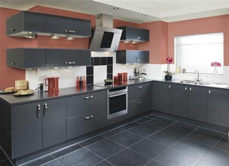 sol stratifié pour cuisine cuisine gris anthracite 56 idées pour une cuisine chic