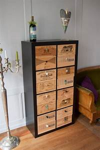 Ikea Pied De Meuble : a partir d 39 une tag re ikea de caisses de vin en bois et de jolis boutons on r alise un ~ Dode.kayakingforconservation.com Idées de Décoration