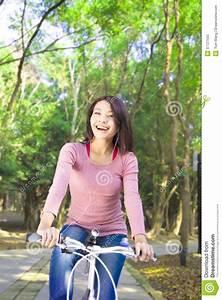 Hübsche 12 Jährige Mädchen : das h bsche m dchen das ein fahrrad reitet und genie en freizeit stockbild bild von ~ Eleganceandgraceweddings.com Haus und Dekorationen