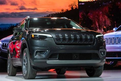 Jeep Unveils Revamped Cherokee Compact Suv To Compete In