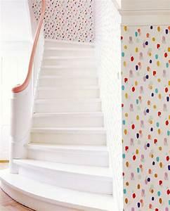 die besten 25 tupfen tapete ideen auf pinterest polka With balkon teppich mit dots tapete
