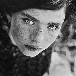 Black and White Portrait Photography by Daria Pitak
