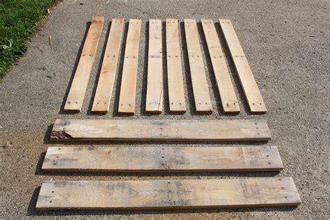 building  pallets   disassemble  pallet