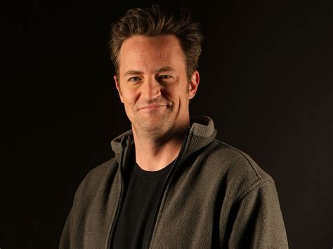 5 HD Matthew Perry Wallpapers