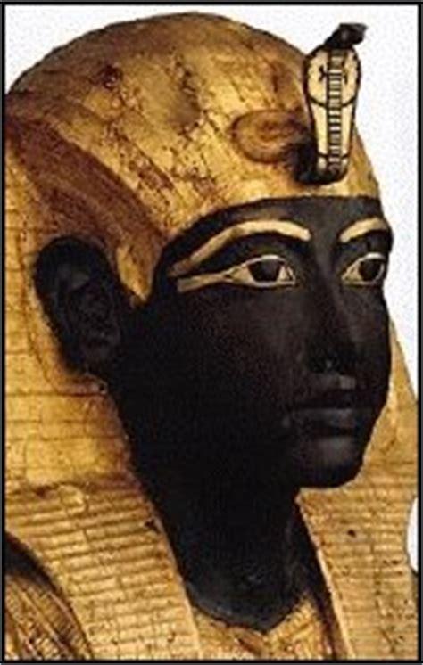 Le Pharaon Toutankhamon Dort Dans Sa Peau Noire