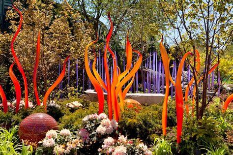 dale chihulys vibrant glass sculpture garden
