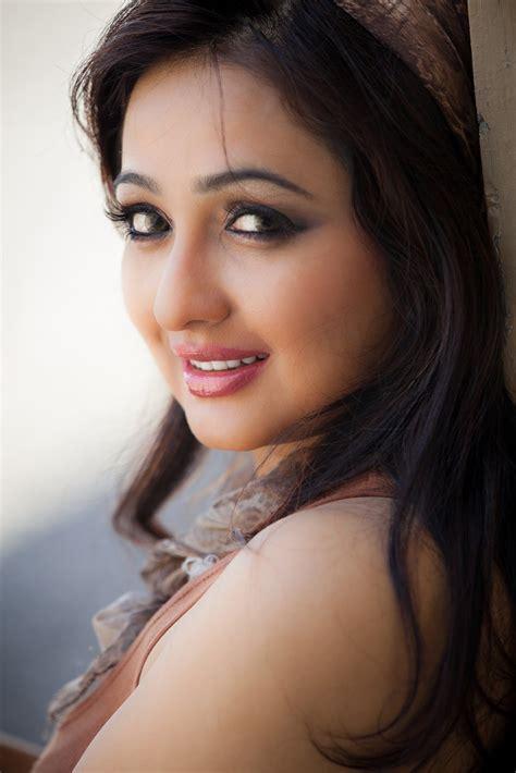 Wanita Hamil Gede Tamil New Actress Aavaana Beautiful Look In Pink Dress