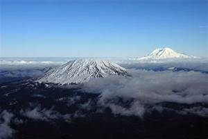 Mount St. Helens (left) and Mount Rainier viewed toward ...