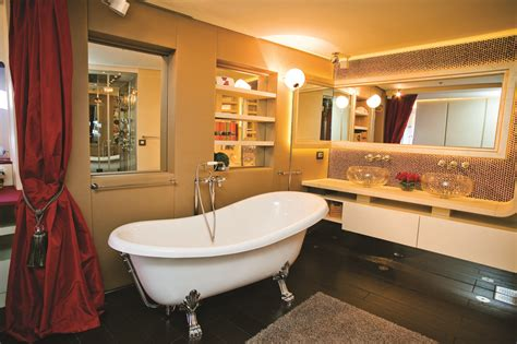Superyacht Joyme Master Bathroom