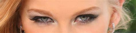 目 の 色 を 変える 方法