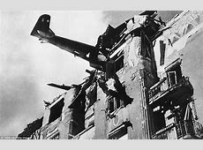 Images taken by Soviet photographer of WWII Daily Mail