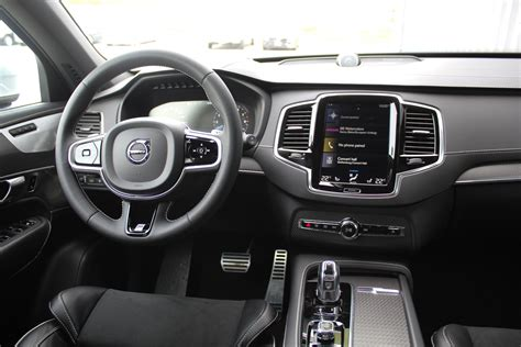 volvo xc hybrid   design intermediate luxury