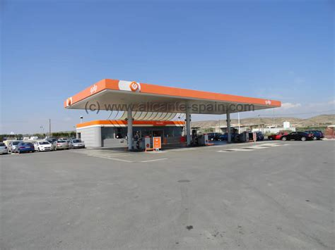 alicante airport car hire    nearest gas station