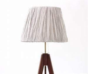 Stehlampe Holz Dreibein : holz stehlampe best holz stehlampe gros with holz stehlampe with holz stehlampe fabulous ~ Orissabook.com Haus und Dekorationen