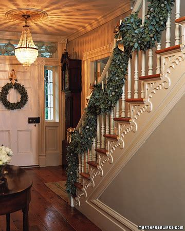 Chicer Antiquer Garland   Staircase