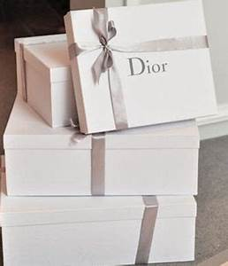 Christmas t box White christmas and Gift boxes on