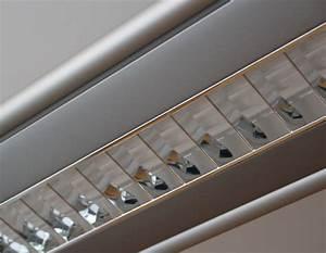 Led Beleuchtung Büro : beleuchtung raumwirkung im b ro durch licht und schatten farbenergie ~ Markanthonyermac.com Haus und Dekorationen
