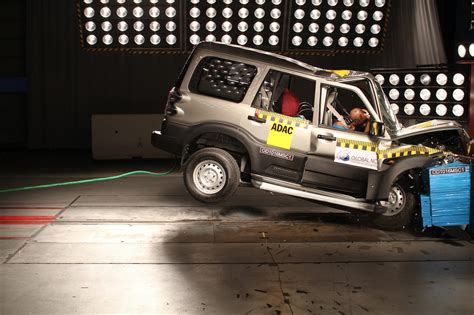 test crash siege auto 2016 mahindra scorpio scores 0 5 in global ncap crash test