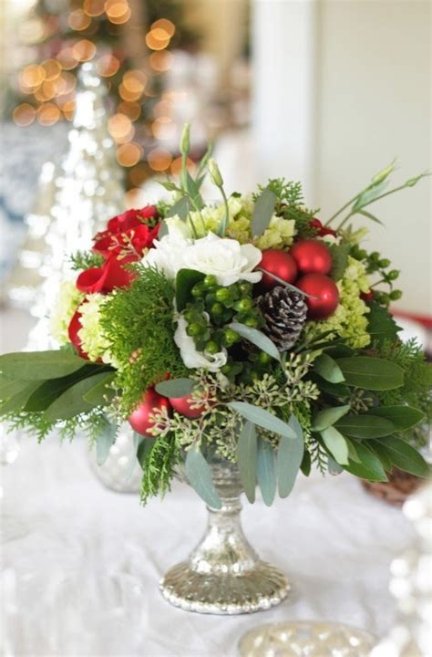 christmas arrangments 20 christmas wedding centerpiece ideas diy weddings magazine