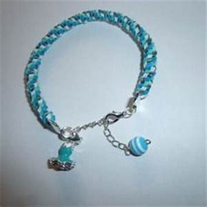 bracelet en fil de scoubidou bleu blancgris avec With robe de cocktail combiné avec bracelet avec charms