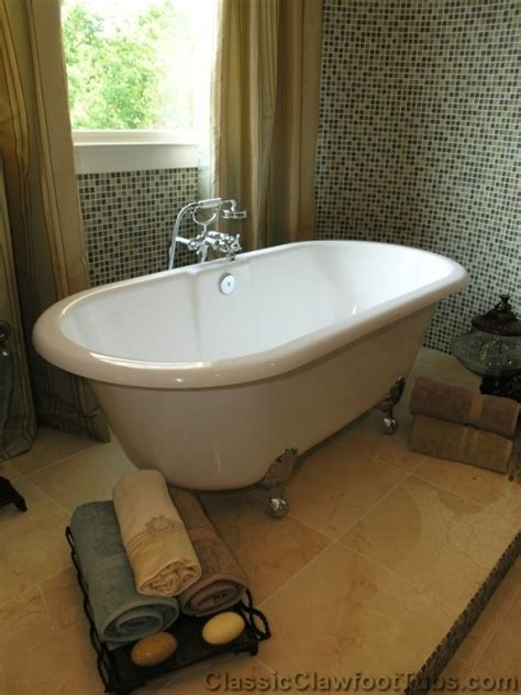 bath tub clawfoot tub on a raised platform always wanted one of