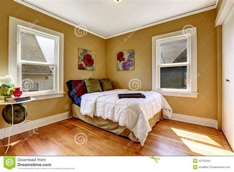 foto eenpersoonsbed eenvoudige slaapkamer met eenpersoonsbed in kleurrijk