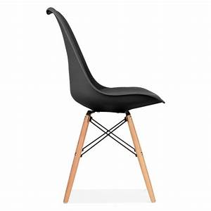 Chaise eames inspired noire avec pieds en bois de style for Meuble salle À manger avec chaise noir pied bois