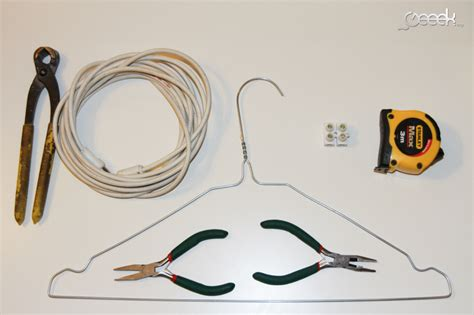 tutoriel fabriquer une antenne tnt avec un cintre et un