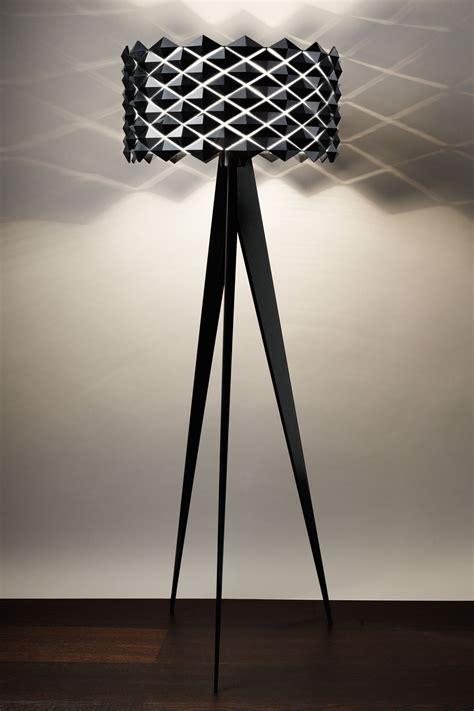 lampe trois pieds