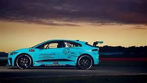 Jaguar I Pace : our pro racer tests the jaguar i pace etrophy race car automobile magazine ~ Medecine-chirurgie-esthetiques.com Avis de Voitures