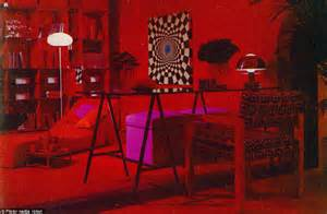 Eat your heart out Austin Powers! The dizzying retro room